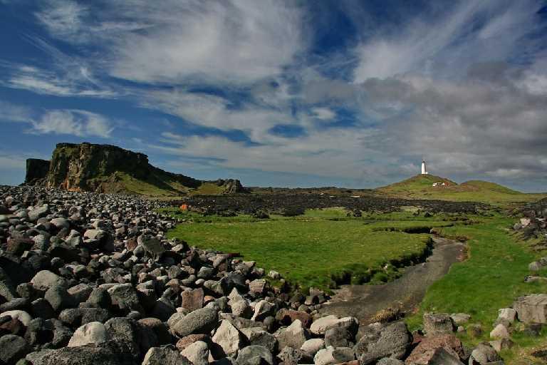 Valahnukur og Reykjanesviti