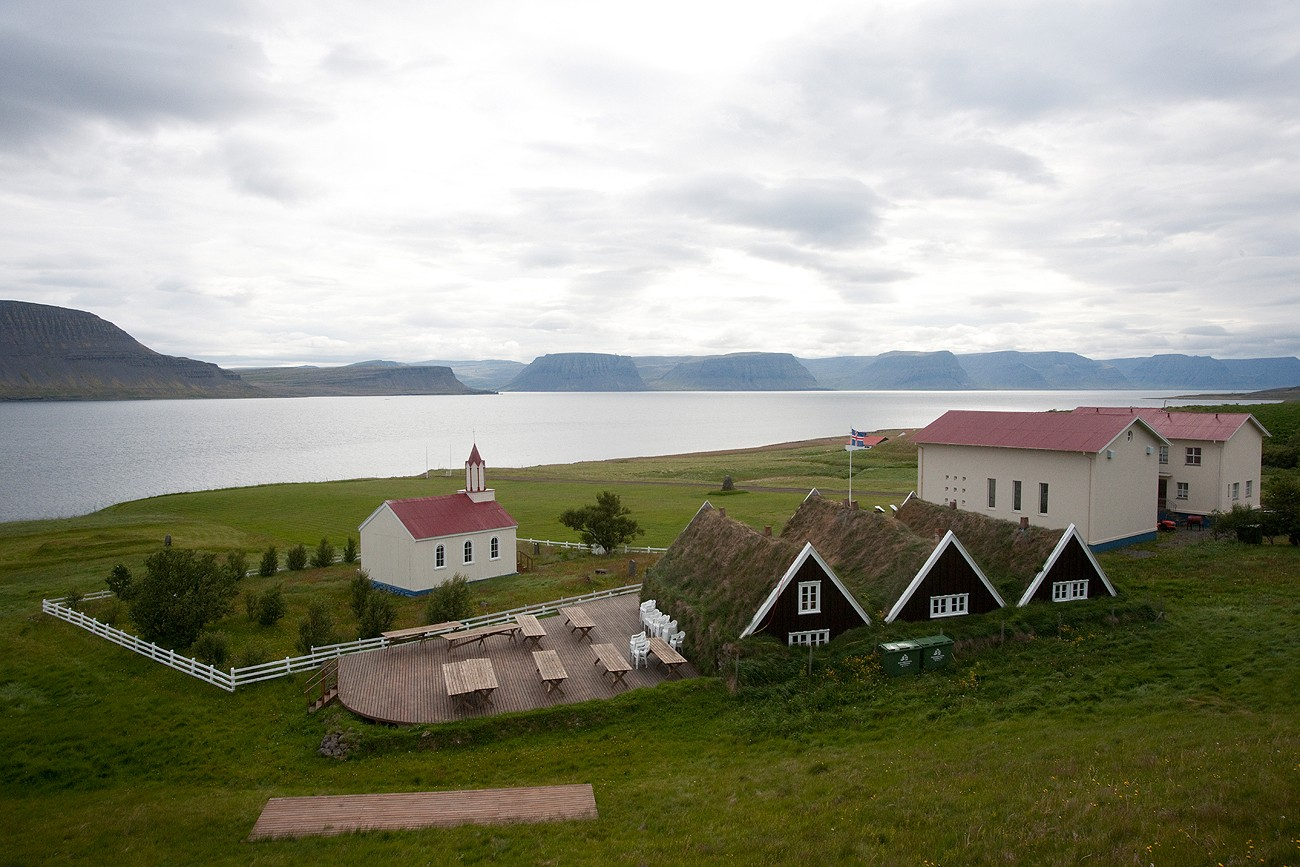 Icelandic Saga-Age Ramparts and Tunnel Identified