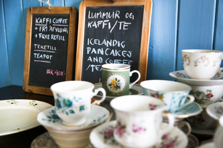 coffee cups at Islenski Baerinn icelandic times