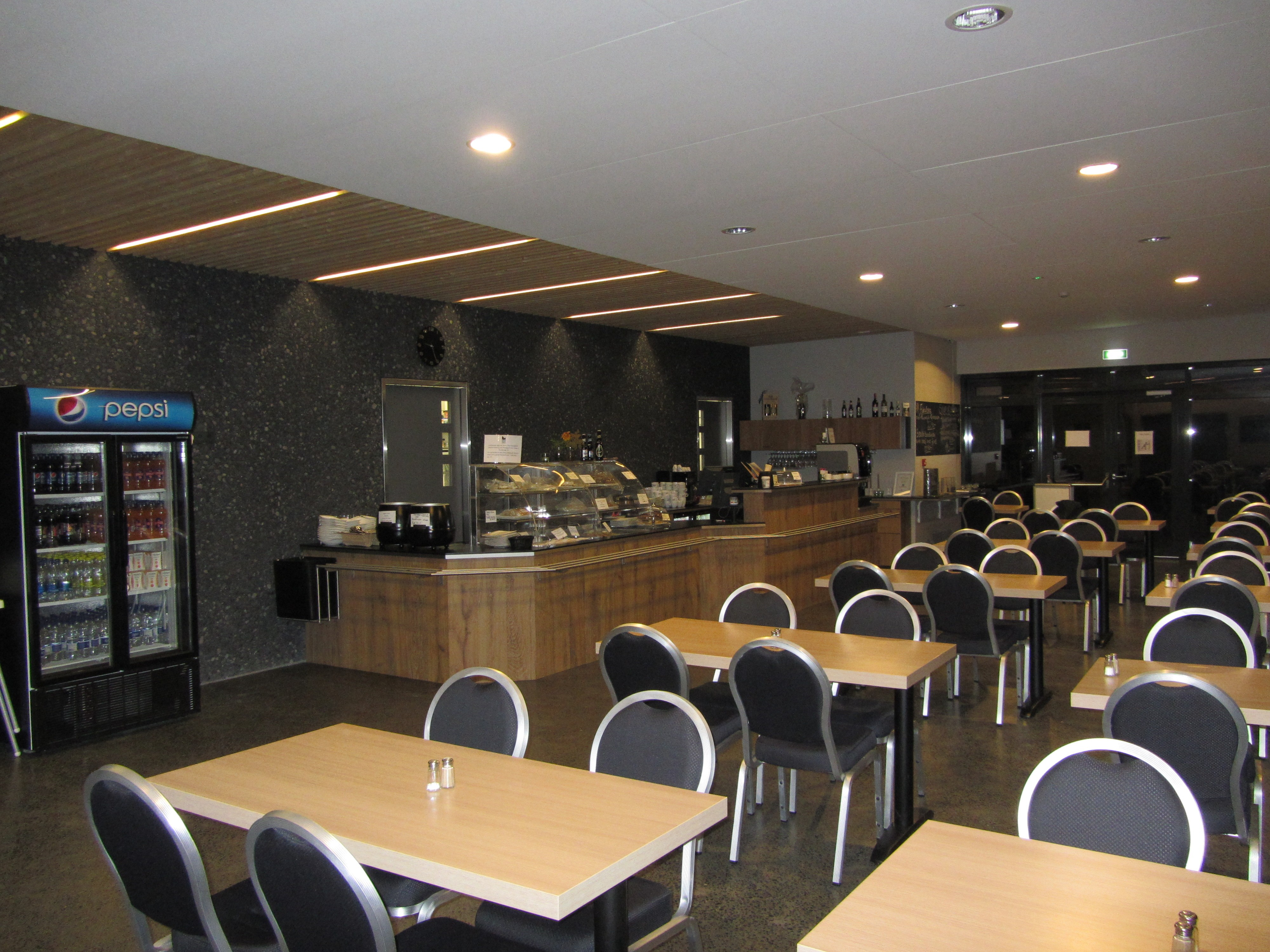 436a11393 Black Beach Restaurant. At One With the Environment blach beach vik icland  icelandic icelandictimes