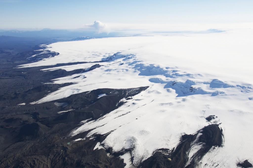 Vatnajokull  Bardarbunga iceland icelandic times (gos i bakgr.)