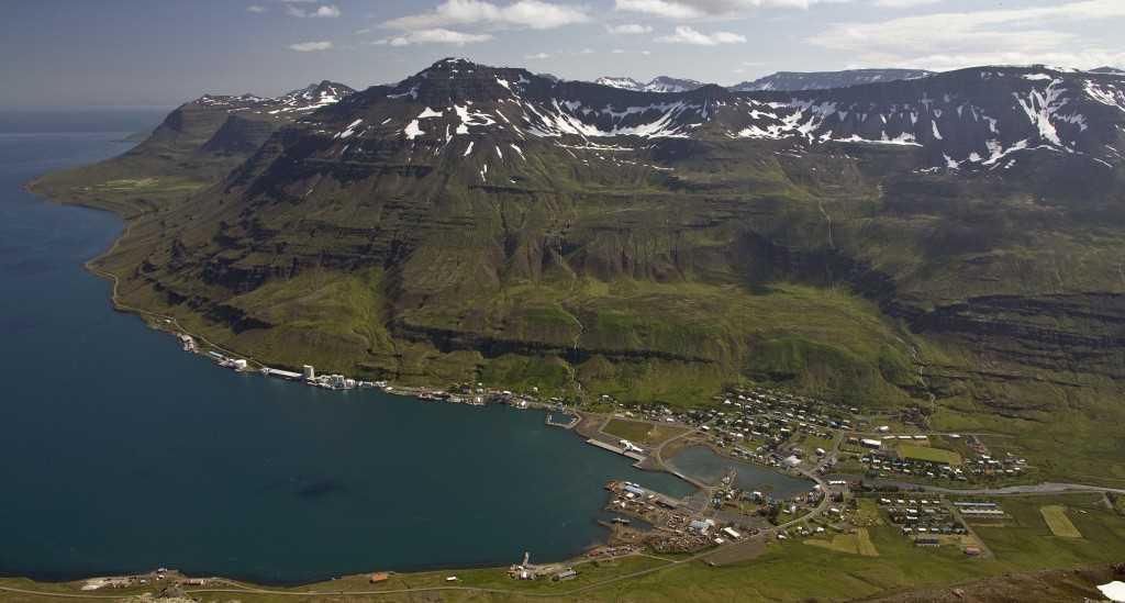 icelandic times seydisfjordur Af toppnum á Bjolfi