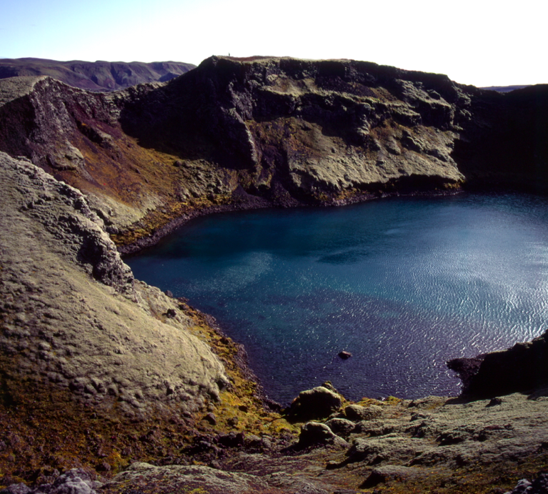 18. Screen Shot. Tjarnargigur Craterlake.