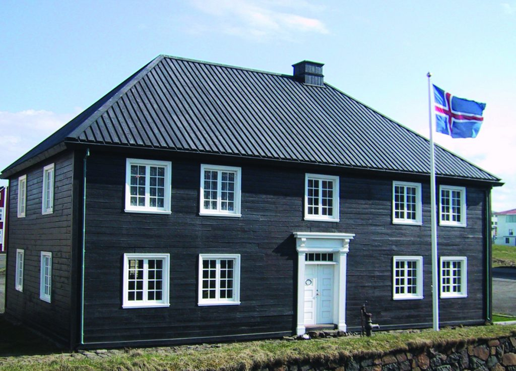 Norska_husid_2005_cmyk_mynd_300dpi_rotated_minni