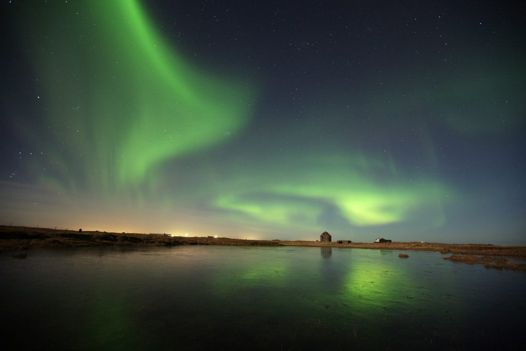 vatnsleysustrond-nothern-lights-in-vogar_oa