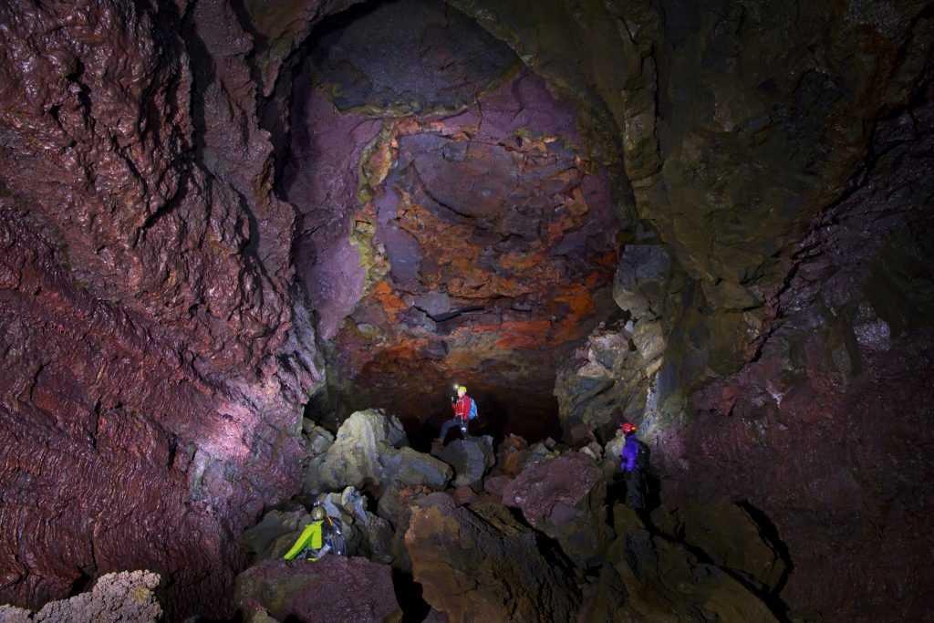 vidgelmir-cave-vesturland