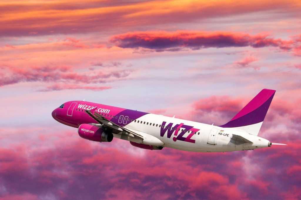 pink-wizz-air-iceland
