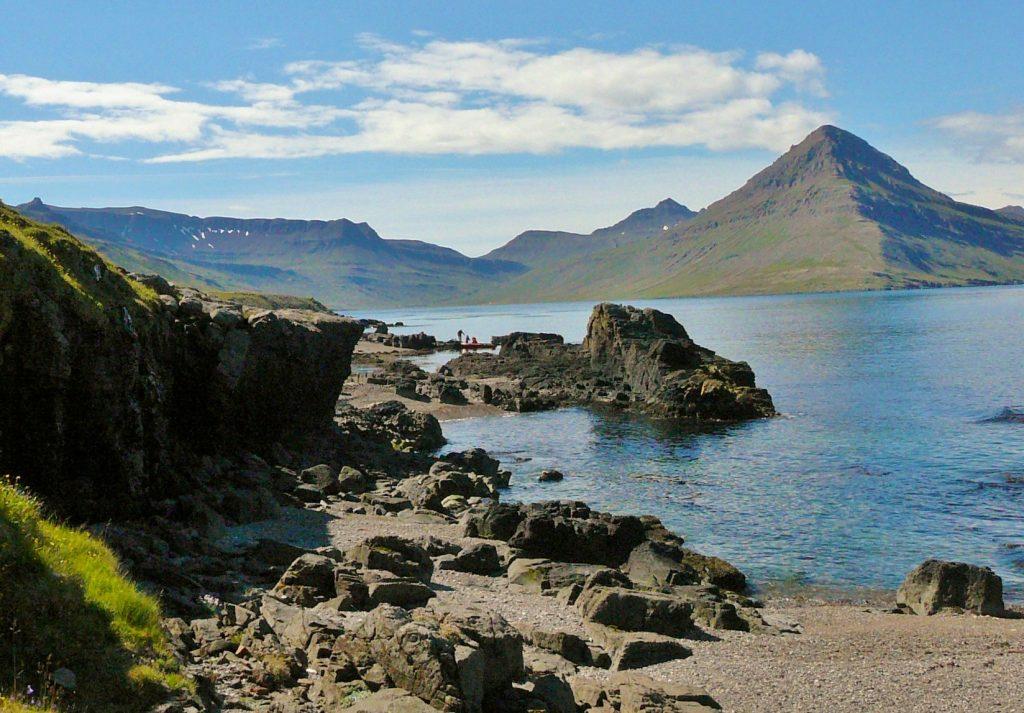 Viðfjörður í bakgrunni