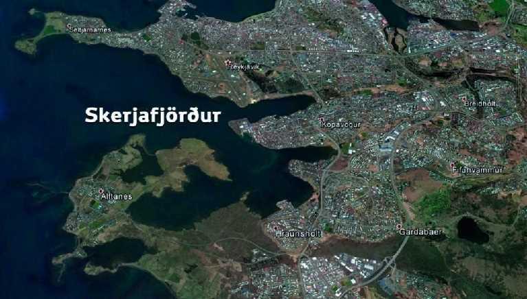 Ef við fjarlægjum öll landamæri sveitarfélaga af kortinu blasir við okkur að Skerjafjörður og Álftanes eru mjög miðsvæðis.
