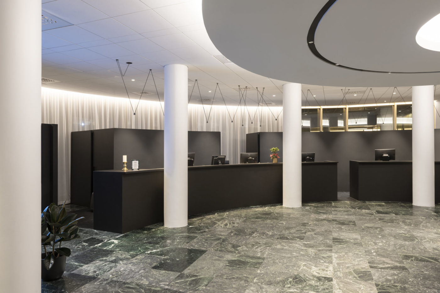 Radisson Blu Saga Hotel - Reception